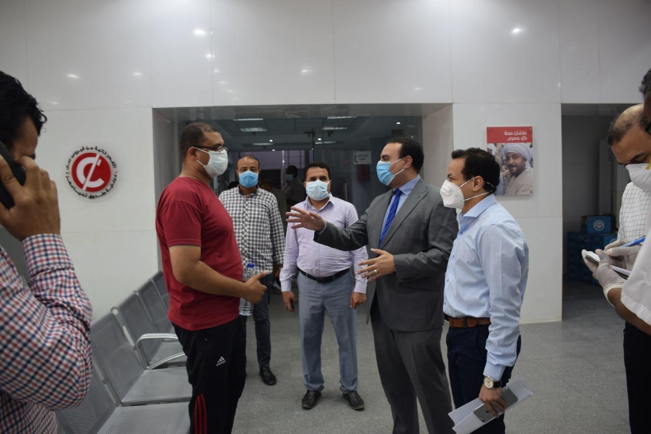 نائب محافظ الأقصر يتفقد مستشفى الحميات للعزل  (1)
