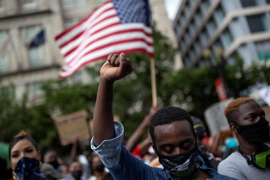 علم أمريكا خلال الاحتجاجات