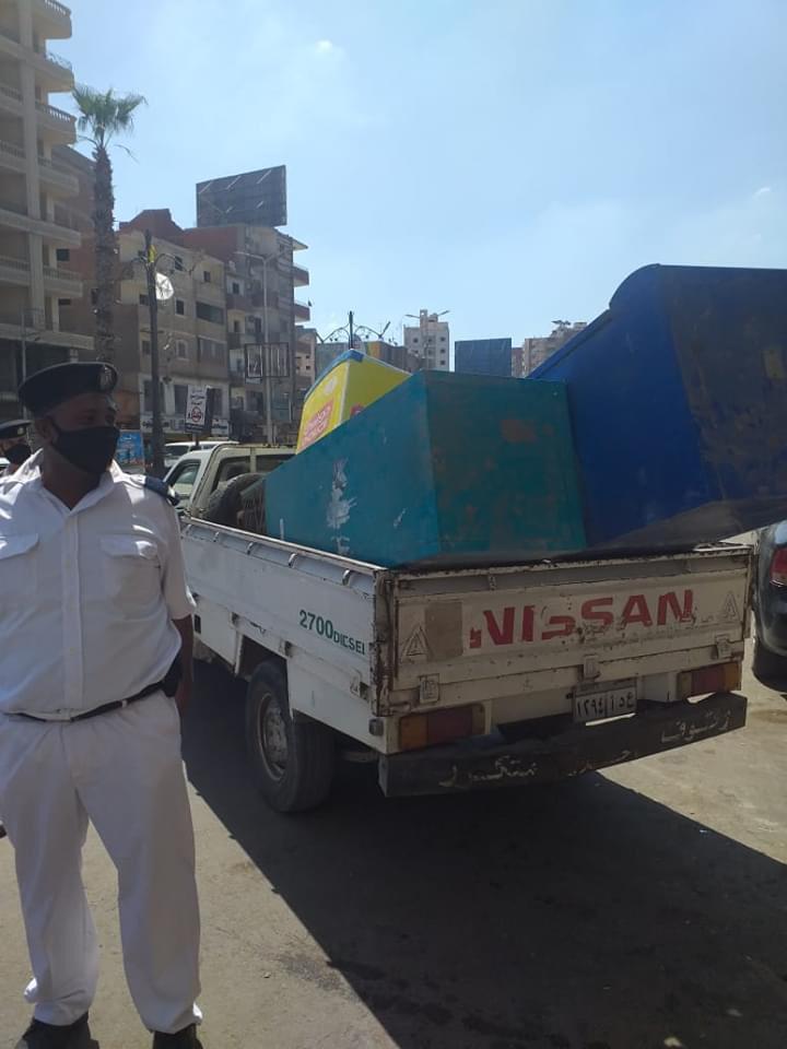 حملة مكبرة لإزالة ورفع الإشغالات بشارع الجلاء فى طنطا (1)
