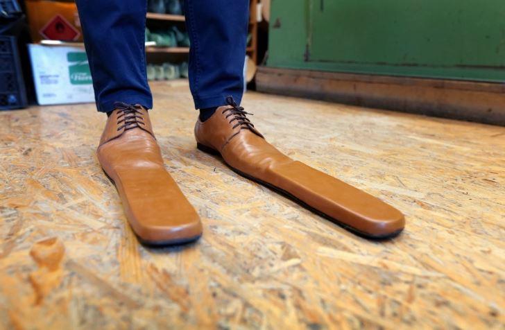 أحذية تراعى التباعد الاجتماعى (1)