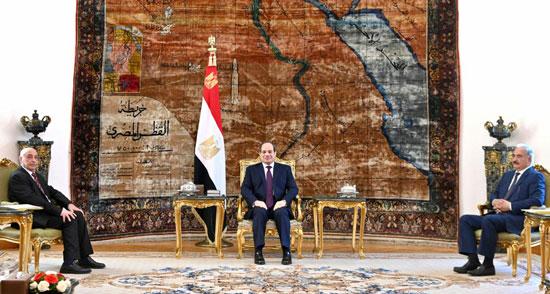 67248-الرئيس-السيسي-يتوسط-المشير-خليفة-حفتر-وعقيلة-صالح