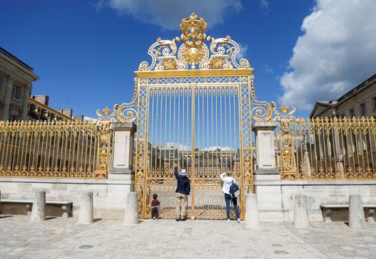 بوابة قصر فرساى العملاقة