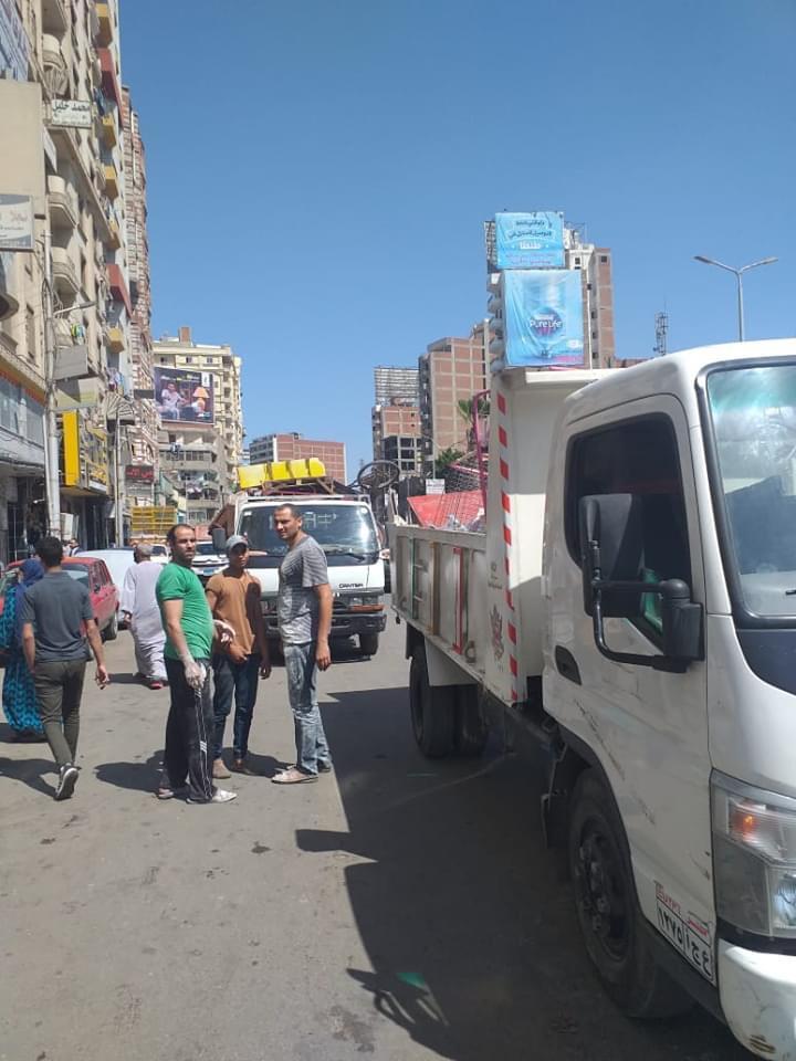 حملة لإزالة ورفع الإشغالات بشارع الجلاء فى طنطا (1)