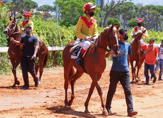 المتسابقون قبل انطلاق السباق