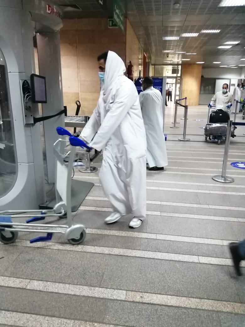 مطار الأقصر يشهد أول رحلة دولي بعودة 136 مصرى عالقين بدولة الكويت (1)