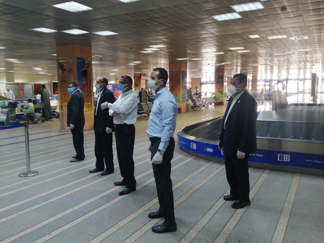 مطار الأقصر يشهد أول رحلة دولي بعودة 136 مصرى عالقين بدولة الكويت (2)