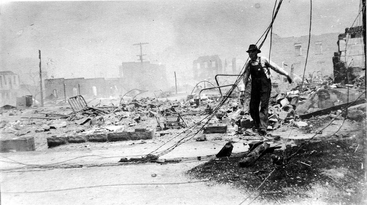 جانب من الدمار بمدينة تلسا