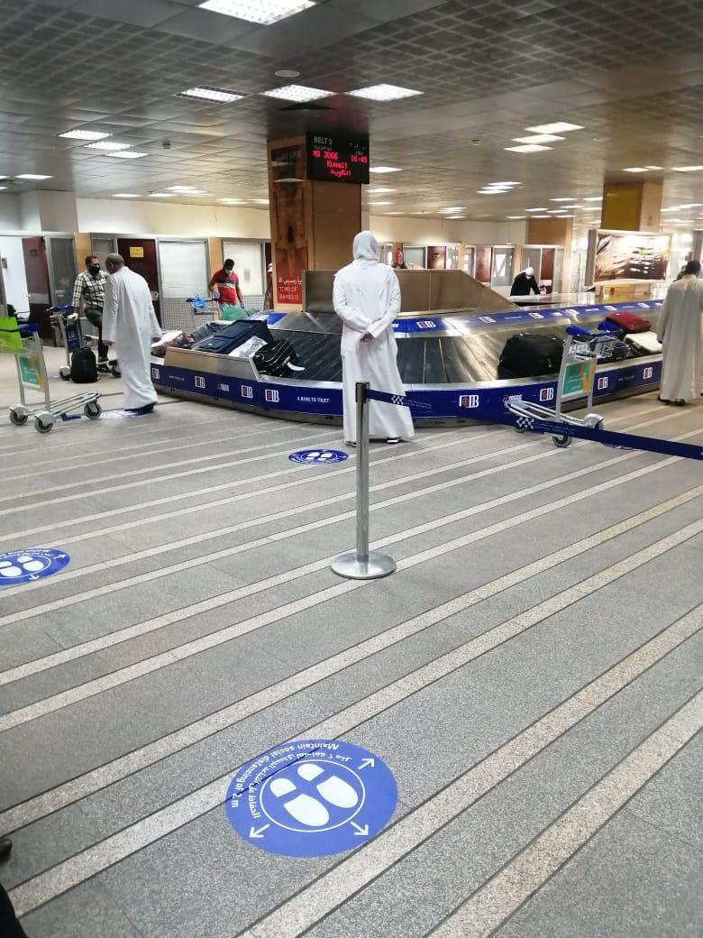 مطار الأقصر يشهد أول رحلة دولي بعودة 136 مصرى عالقين بدولة الكويت (5)