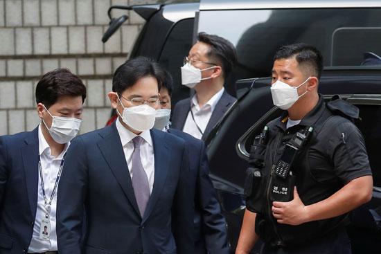 قوات الأمن فى كوريا تستقبل جاي لي