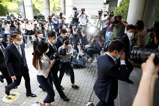 وريث سامسونج جاي لي يمثل أمام محكمة سول