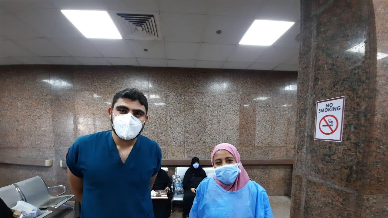 مستشفى الأقصر العام تشهد خروج 10 حالات بعد شفاؤهم من فيروس كورونا (3)