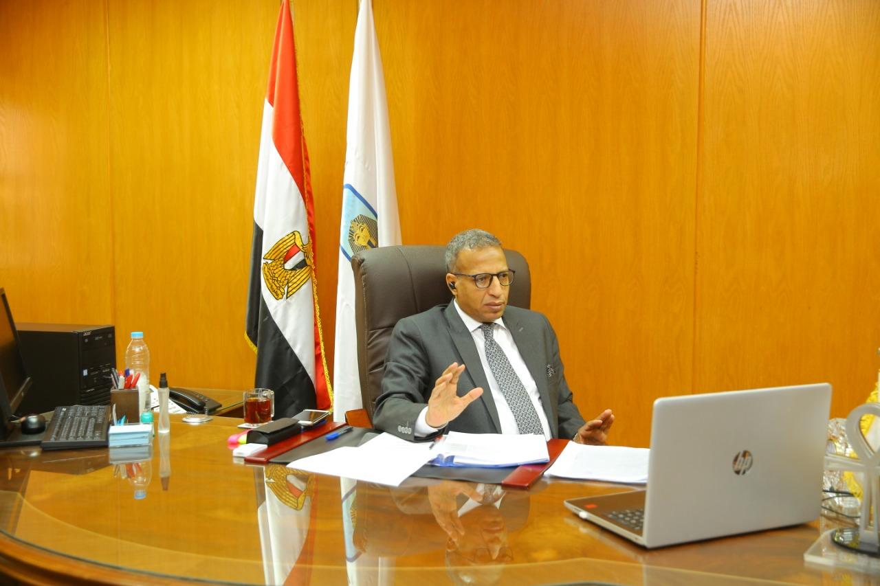 إجتماع رئيس جامعة الاقصر بوكلاء كليات الجامعة لشئون التعليم والطلاب  (3)