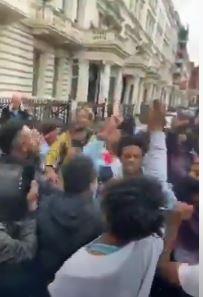 أمام السفارة الأثيوبية فى لندن