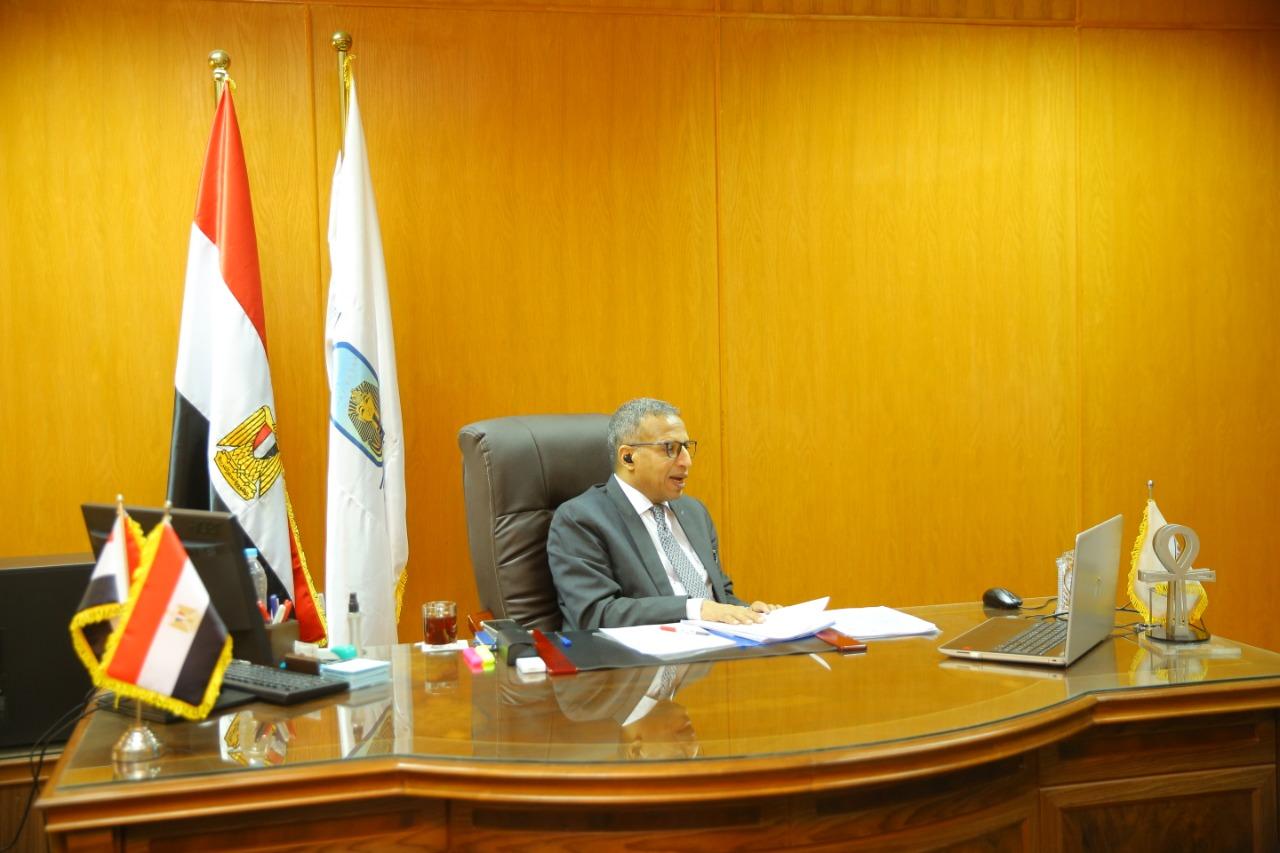 إجتماع رئيس جامعة الاقصر بوكلاء كليات الجامعة لشئون التعليم والطلاب  (1)