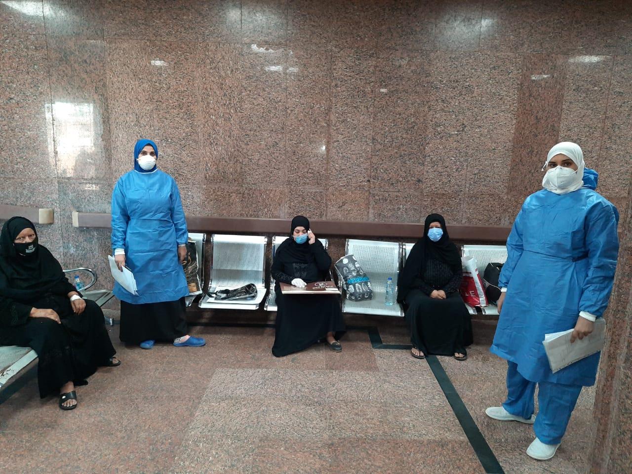مستشفى الأقصر العام تشهد خروج 10 حالات بعد شفاؤهم من فيروس كورونا (8)