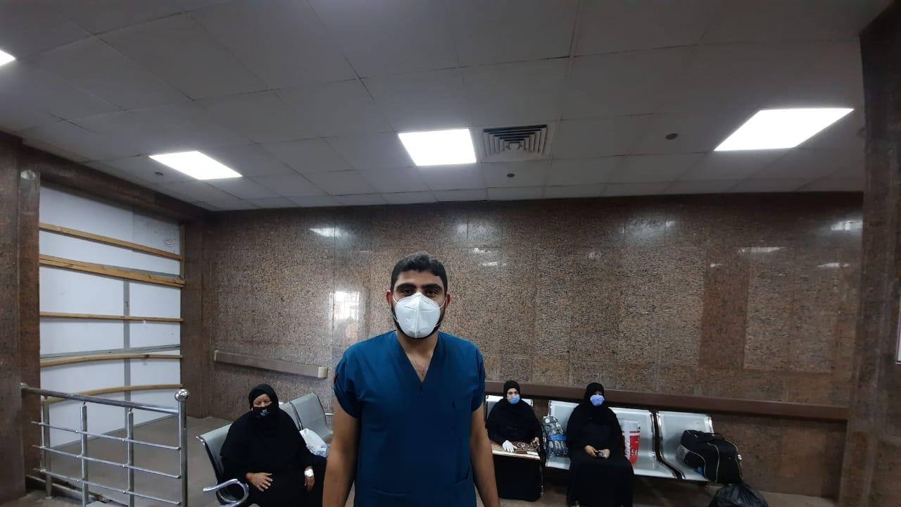 مستشفى الأقصر العام تشهد خروج 10 حالات بعد شفاؤهم من فيروس كورونا (9)