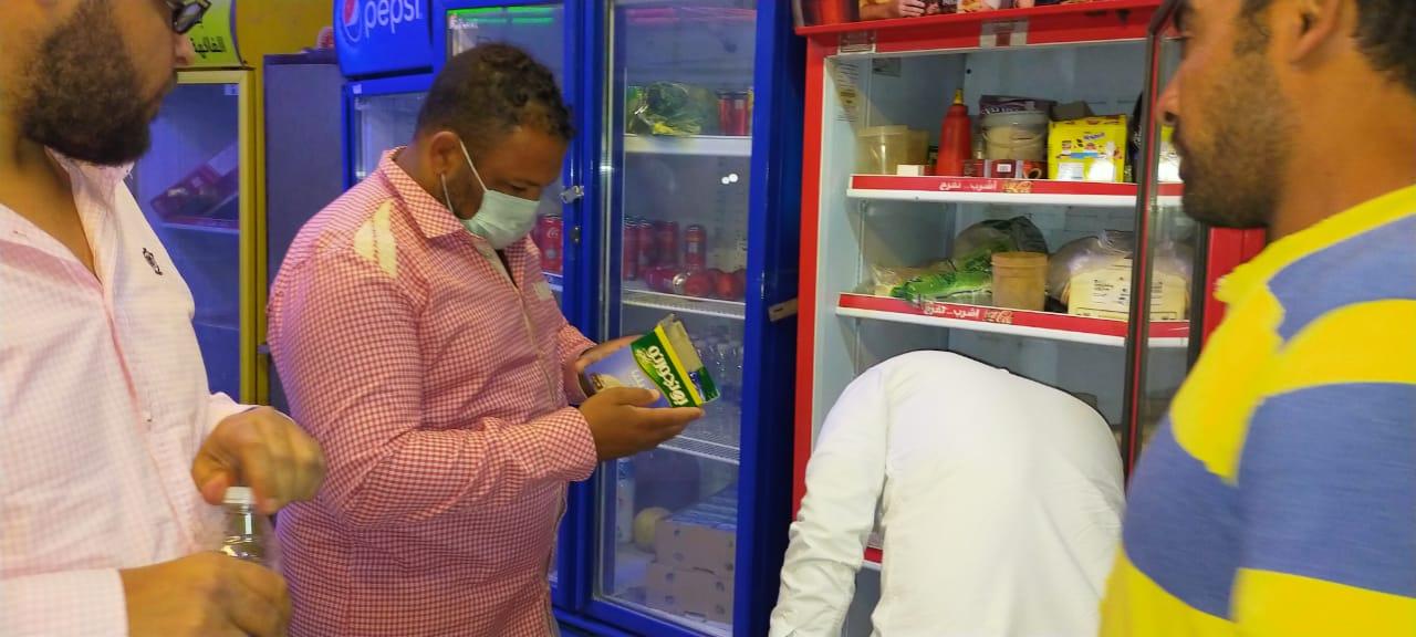 تحرير 14 محضر مخالفات نظافة وشهادات صحية بالمقاهى والمحلات  (2)