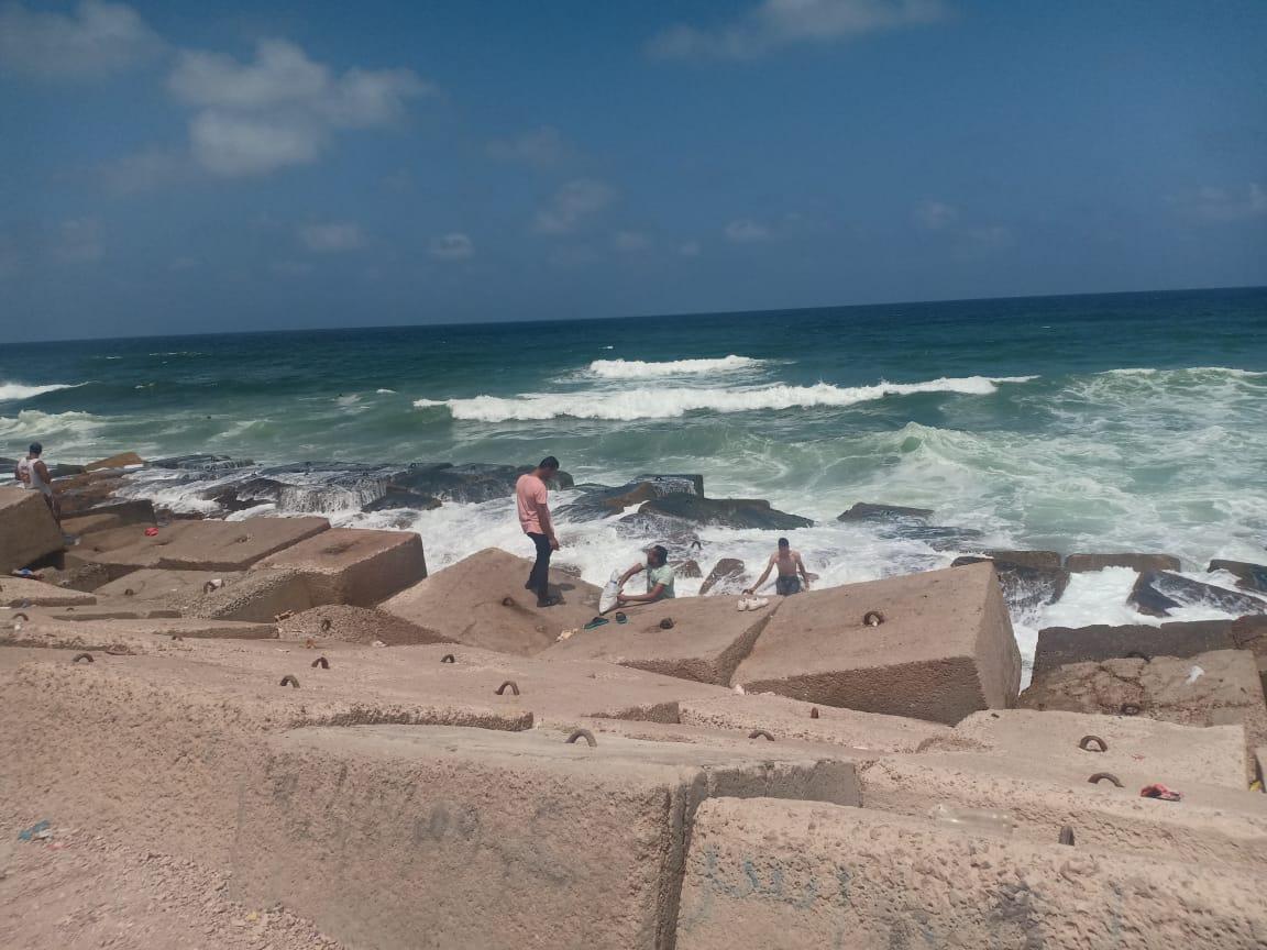 أول يوم على كورنيش الإسكندرية (2)