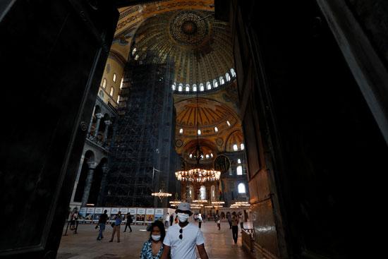زوار متحف وكنيسة آيا صوفيا