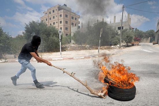جانب من المواجهات مع الاحتلال