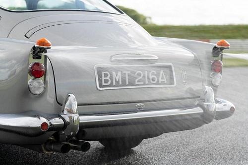 سيارة استون مارتين  (6)