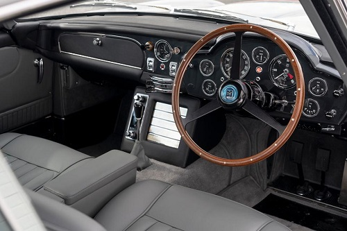سيارة استون مارتين  (1)