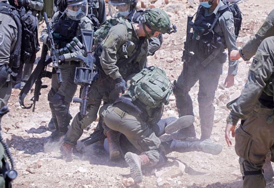 اعتداء الاحتلال على المتظاهرين