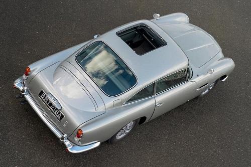سيارة استون مارتين  (5)