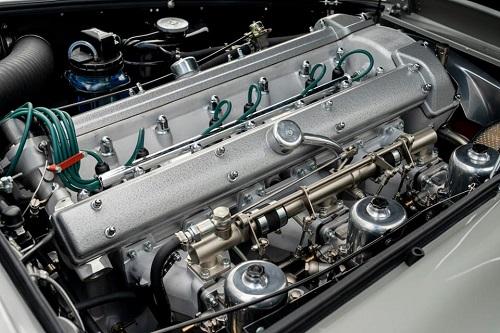 سيارة استون مارتين  (4)