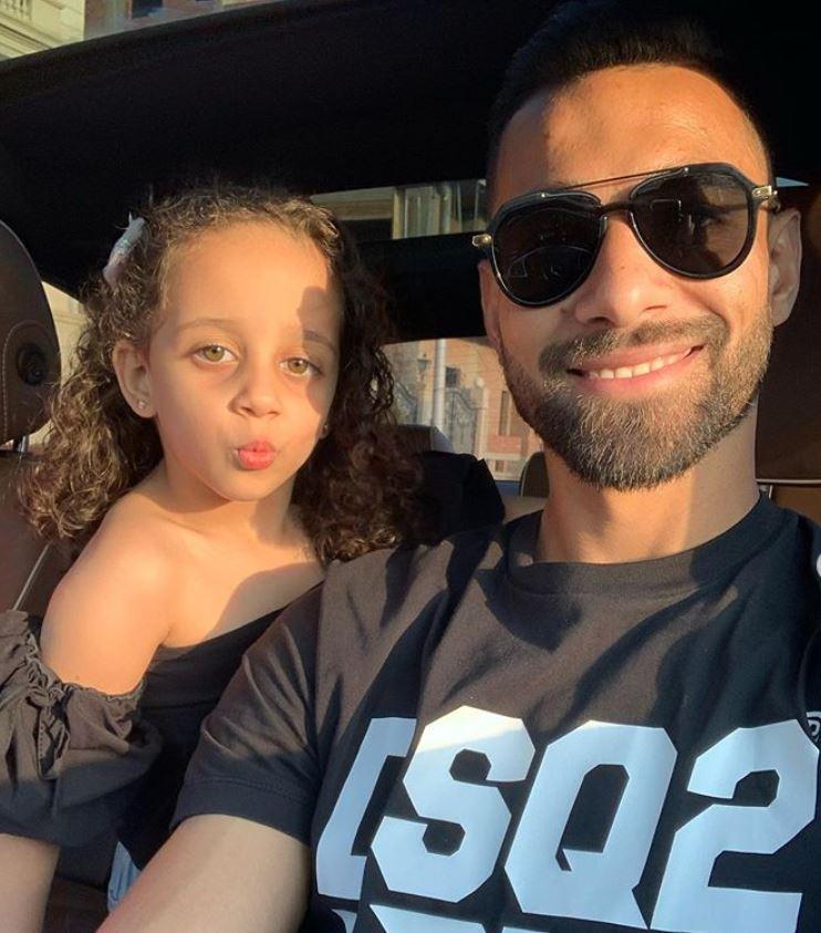 عمرو السولية مع ابنته (1)