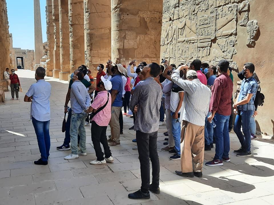 نقابة المرشدين السياحيين بالأقصر تواصل جولاتها وتزور معابد الكرنك (3)