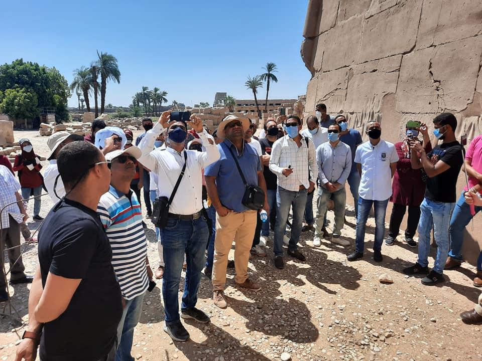 نقابة المرشدين السياحيين بالأقصر تواصل جولاتها وتزور معابد الكرنك (5)