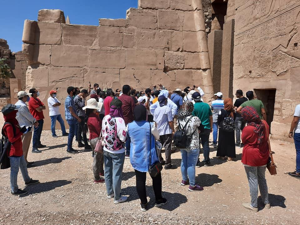 نقابة المرشدين السياحيين بالأقصر تواصل جولاتها وتزور معابد الكرنك (4)