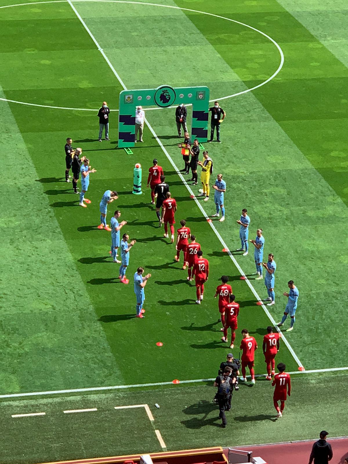ممر شرفي للاعبي ليفربول