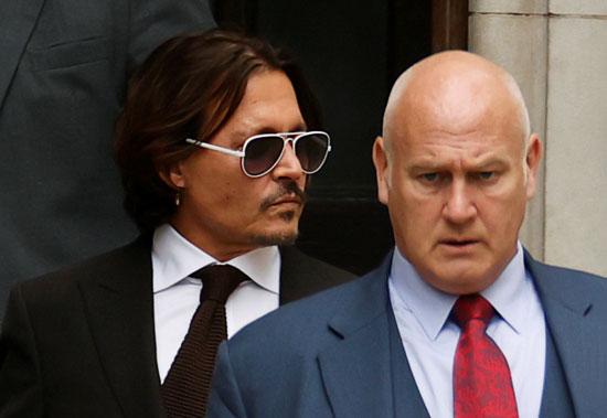 جونى ديب أثناء مغادرة المحكمة