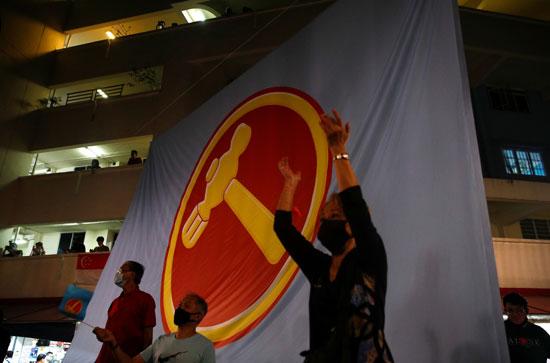 جانب من الاحتفالات بالفوز فى الانتخابات بشعار الحزب الحاكم