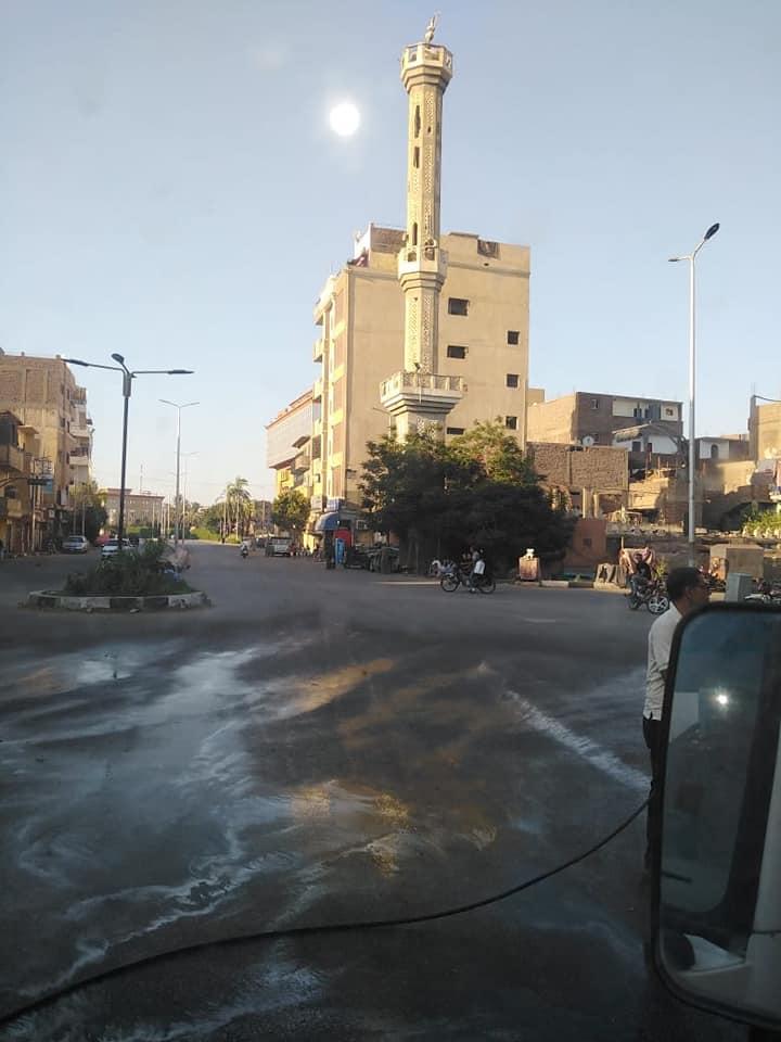 مدينة الأقصر تستكمل حملات النظافة بطريق الجولى فيل بالعوامية (1)
