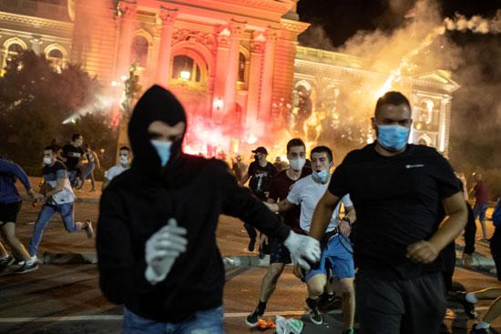 اشتباكات أماما البرلمان الصربى ضد إجراءات الحكومة لمواجهة كورونا