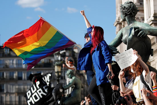 أعلام المثليين فى الوقفة