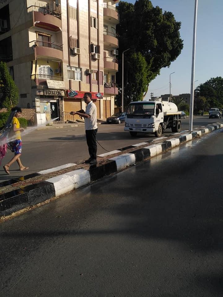 مدينة الأقصر تستكمل حملات النظافة بطريق الجولى فيل بالعوامية (2)