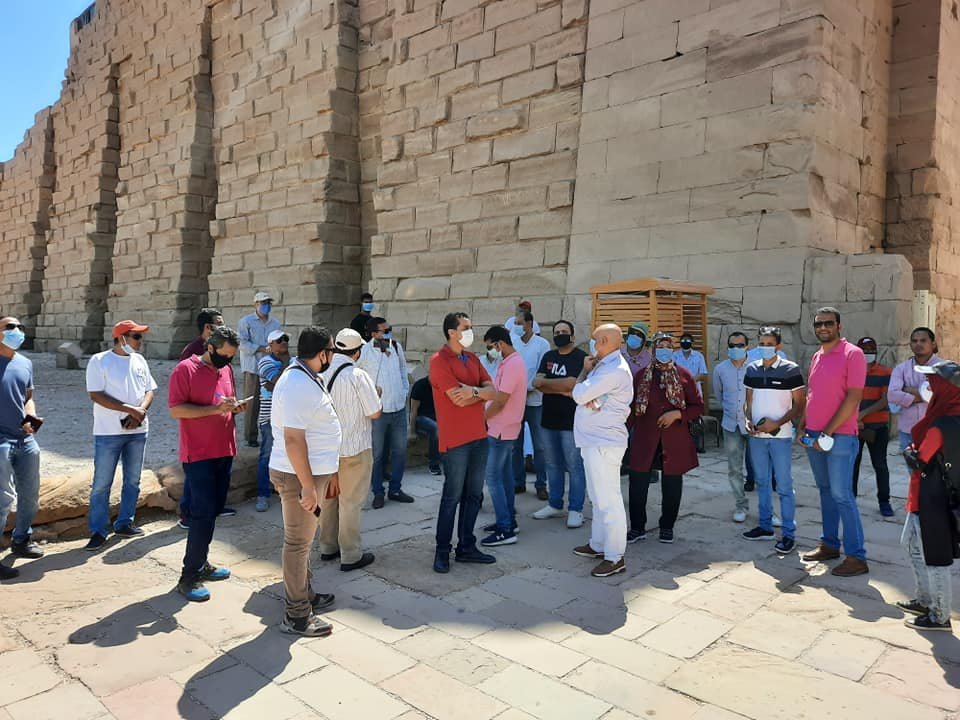نقابة المرشدين السياحيين بالأقصر تواصل جولاتها وتزور معابد الكرنك (8)