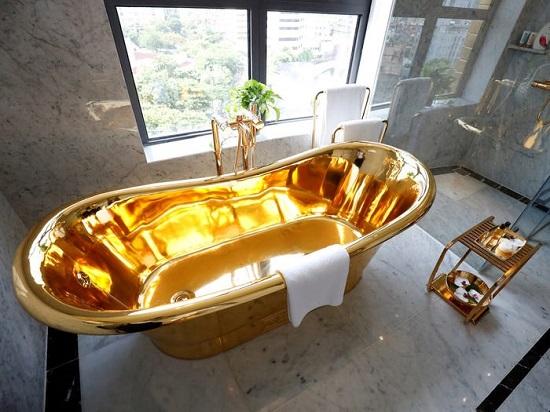 حوض استحمام ذهبي ملكي