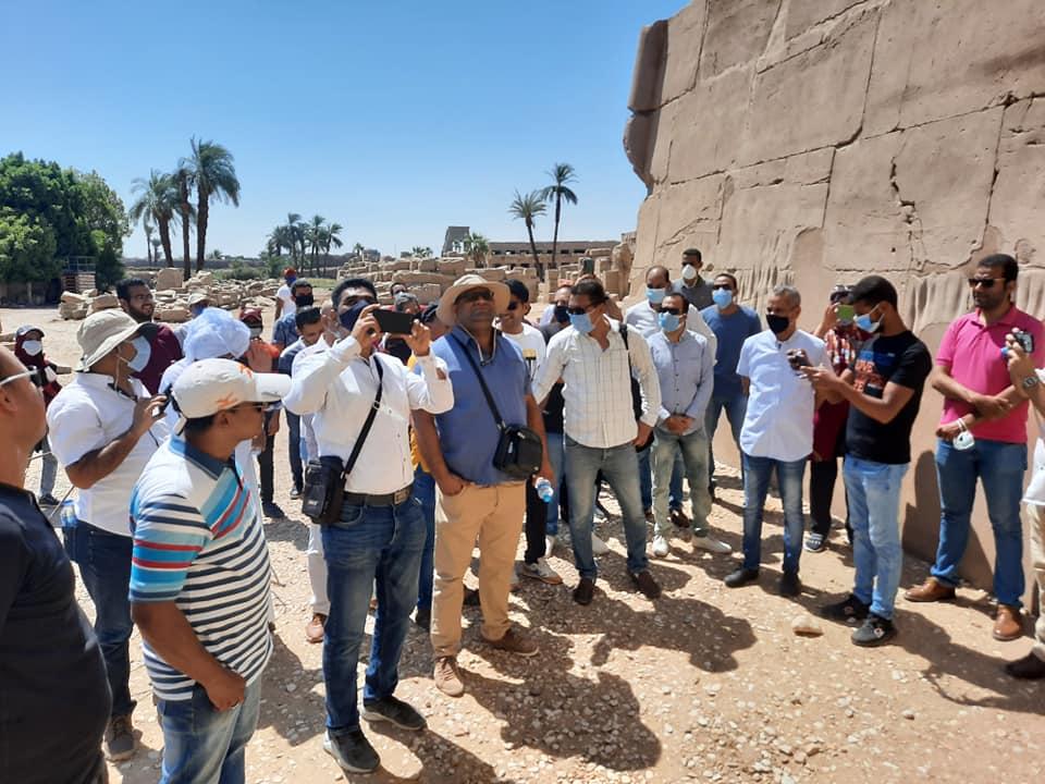 نقابة المرشدين السياحيين بالأقصر تواصل جولاتها وتزور معابد الكرنك (1)
