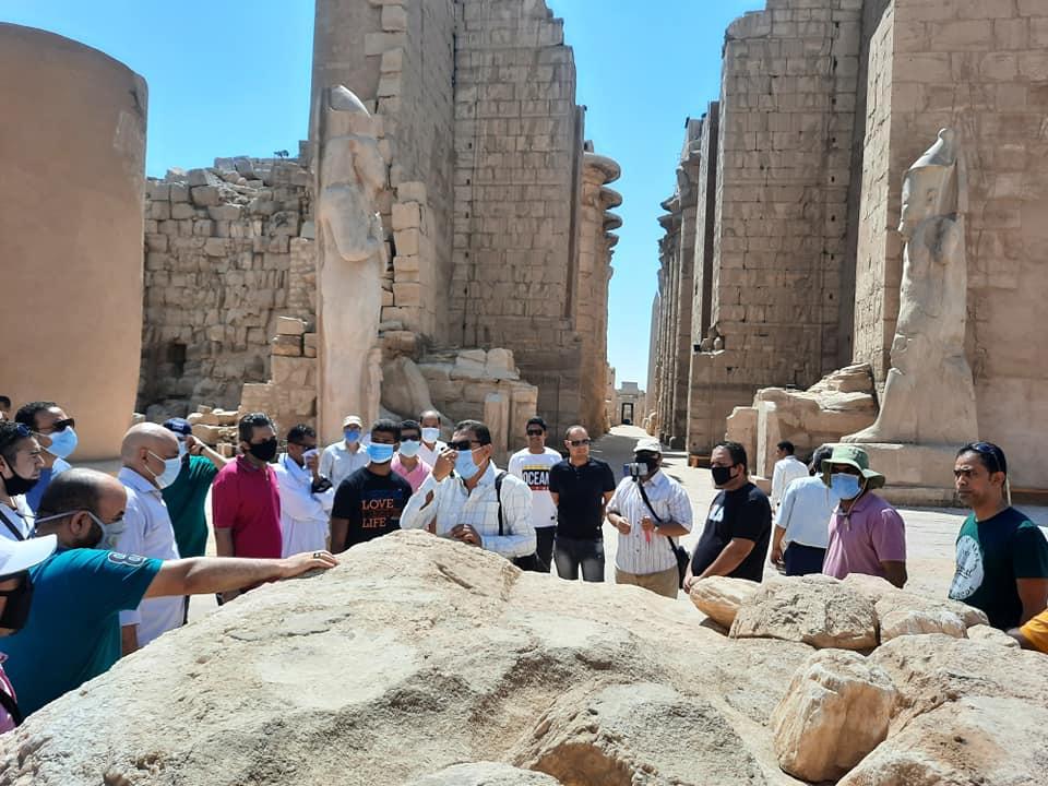نقابة المرشدين السياحيين بالأقصر تواصل جولاتها وتزور معابد الكرنك (7)