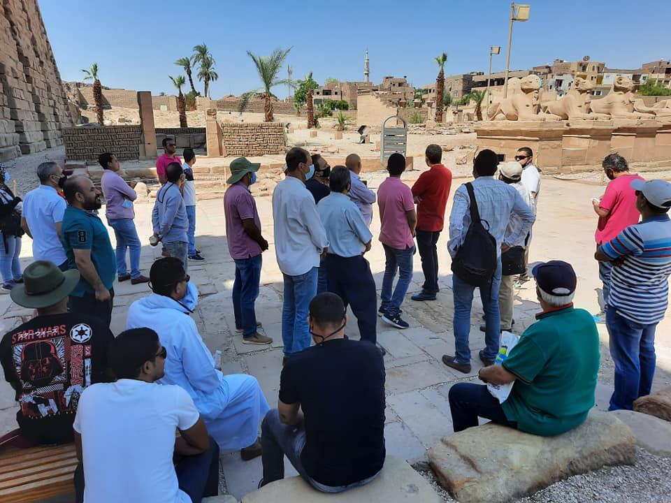 نقابة المرشدين السياحيين بالأقصر تواصل جولاتها وتزور معابد الكرنك (2)