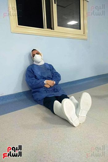 الأطقم الطبية بعزل بلطيم يواصلون العمل لخدمة حالات كورونا (7)