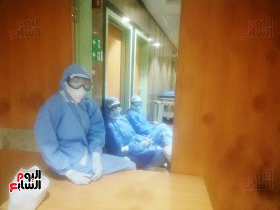 الأطقم الطبية بعزل بلطيم يواصلون العمل لخدمة حالات كورونا (9)