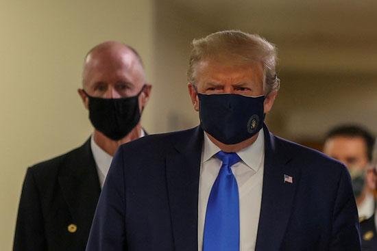 ترامب بالكمامة