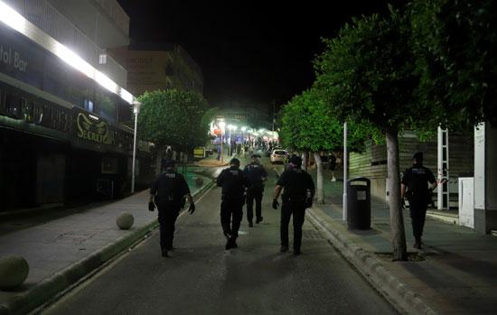 الشرطة الإسابنية بشارع بونتا بالينا فى مايوركا