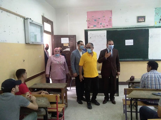محافظ-كفرالشيخ-يتفقد-عدداً-من-لجان-الثانوية-العامة--(2)